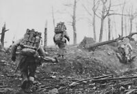 WWII photo Three American soldiers carry mortar mines 49n