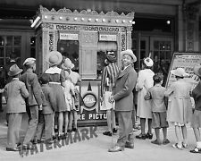 Photograph Vintage Chicago Illinois Movie Theater 1941   8x10
