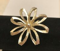 "Vintage Daisy Flower Brooch Gold Center Gold Tone Open Work Size 2"" EUC"