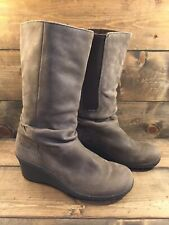 KEEN Akita Mid Women's Sz 8 / 38.5 Slouchy Brown Suede Leather Wedge Boot Shoes
