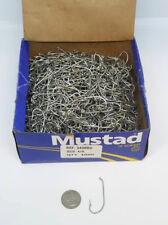 BOX OF 1000 MUSTAD SIZE 4/0 FISHING HOOKS (3408BD)
