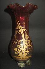 vase en verre avec des fleurs peintes en or cranberry glass vase painted flowers