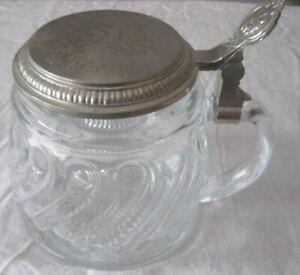 Bierkrug aus Glas mit Deckel