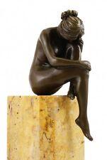 "Moderne Bronze Figur, ""Versunkene Frau"" auf Marmorsockel - sign. Milo"