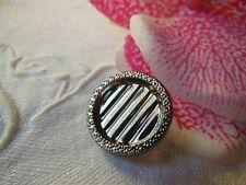 bouton ancien en verre argenté gris motif géométrique diamètre 1,8 cm  G14B