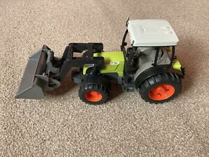 Bruder Claas Nectis 267F Tractor - Front Loader -  Scale 1:24