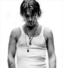 Johnny Depp UNSIGNED photo - 7191 - SEXY!!!!!