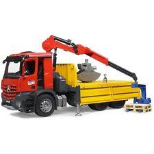 Bruder MB Arocs Baustellen Lastkraftwagen mit Kran Schaufelgreifer & 2 Pale