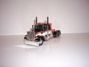 DCP FIRST GEAR 1/64 ORANGE,WHITE AND BLACK PETERBILT 359 WITH 36'' SLEEPER