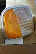 New NIB 97-02 F150 / F250 Ford Expedition Park / Signal Lamp Right Passenger