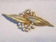 Exquisite Gold-tone Brooch with White Flowers