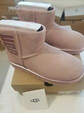UGG WOMEN'S CLASSIC MINI UGG RUBBER LOGO SHEEPSKIN BOOTS UK 6, EU 39 NEW £150