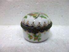 Petite boite ronde en porcelaine  à décor d'oiseaux de collection