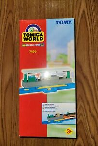 Tomy Tomica World CITY STATION stop & go works with Thomas & Friends BLUE track