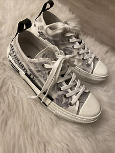 Christian Dior LOW -TOP SNEAKERS IN DIOR OBLIQUE NEWSPAPERS Woman's size8 ,39EUR