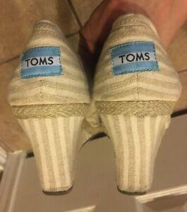Toms Canvas Wedge Peep Toe Slip On Sandal  Women's Size 10 Beige Stripes