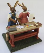 Hase-Schule Osterhase Schulbank mit Hasenkindern Steglich Ostern Holz Handarbeit