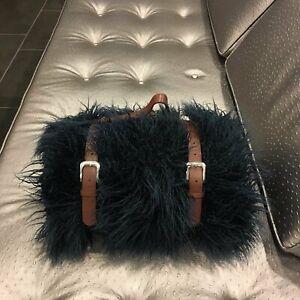 Gigi - Luxurious Shaggy Faux Fur Throw Blanket with a Belt