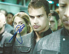THEO JAMES 'DIVERGENT' FOUR SIGNED 8X10 PICTURE *COA