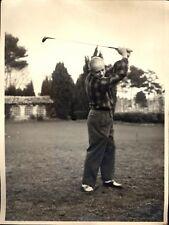 Grande photo vintage sport homme jouant au golf mode