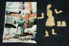 Verlinden 195 - Surrendering German Soldier , 1:35