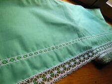 Trés large bordure étagere  bas jupon drap rideau dentelle vert au métre ancien