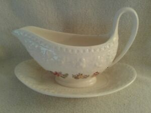 Gravy Bowl with Attached Plate Wellesley