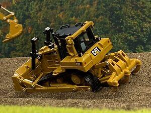 1/64 DIECAST MASTERS Caterpillar D6R Track-Type Tractor Dozer