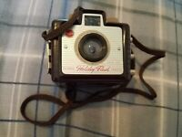 VINTAGE EARLY KODAK BROWNIE HOLIDAY FLASH CAMERA