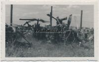 Orig. Foto franz. englische Flugzeug Wrack auf Flugplatz in Frankreich 1940
