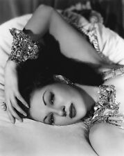 Yvonne De Carlo Unsigned 8x10 Photo (13)