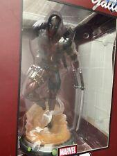 marvel dead-pool gallery pvc diorama statue diamond select toys