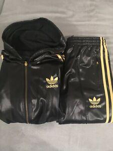 Tuta Adidas chile 62BLACK AND GOLD con CAPPUCCIO