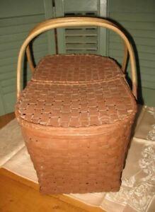 Pik-Korb-Korb aus Rattan Vintage. Transportkorb. Alter Korb geflochten.