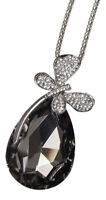 Collier pendentif papillon argenté sur pierre type cristal.
