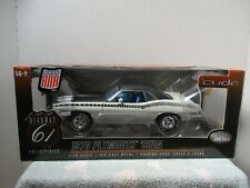 1/18 HIGHWAY 61 WHITE 1970 PLYMOUTH 'CUDA BARRACUDA