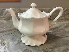 Grace's Teaware Teapot White Ruffle Bottom. Beautiful. Holds 3 Cups. New.