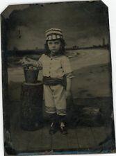 FERROTYPE Ferrotypie Tintype enfance enfant en tenue de plage bain décor peint