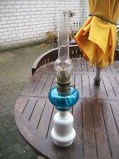 Petroleumlampe - weisser Glassockel ,blauer Glasbehälter, Glaskolben, Docht