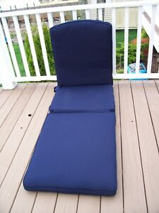 SMITH AND HAWKEN DEVON CHAISE LOUNGE NAVY SUNBRELLA CUSHION & STORAGE BAG