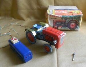 RARE tin toy good harvest TRACTOR in Original BOX made in China ME687.
