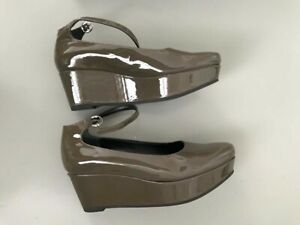 Robert Clergerie HARDLY USED Coffee Patent Leather Platform Heel 6 Shoes Size 39