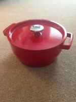 Cast Iron Red Enamelled Round PYREX Casserole Dish with Lid Handles 3.6L 24cm