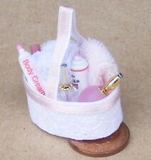SCALA 1:12 Rosa Baby Bagno Accessori Set casa delle bambole miniatura camera da letto 2403