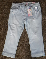 NWT Womens Almost Famous Mid-Rise Capris Size 24