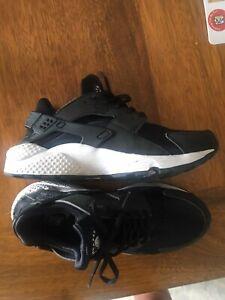 Nike Huarache Black  9