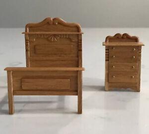 Miniature Dollhouse Quarter Scale Victorian Bed/Dresser 1:48 Signed