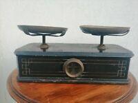 Antica Bilancia in legno a due piatti in ottone pesa pesi stadera bascula cucina