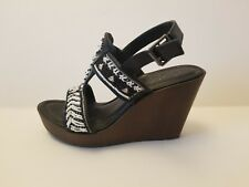 Women's embroidered shoes platforms heels pumps by Mari A US size 9 M