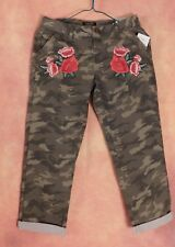 Suko Jeans Powerstretch Camo Rose Embroidered stretch Capri cropped Women's sz 2
